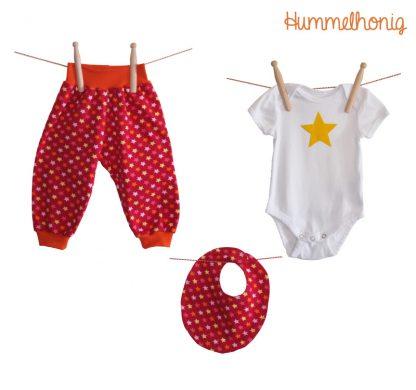 Designbeispiel Pumphose und Lätzchen Sterne